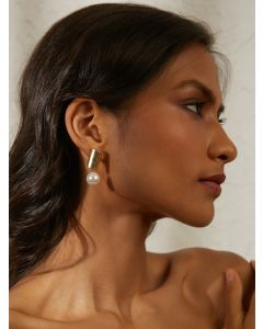 Pipa Bella Clarion Earrings Embellished With White Pearls